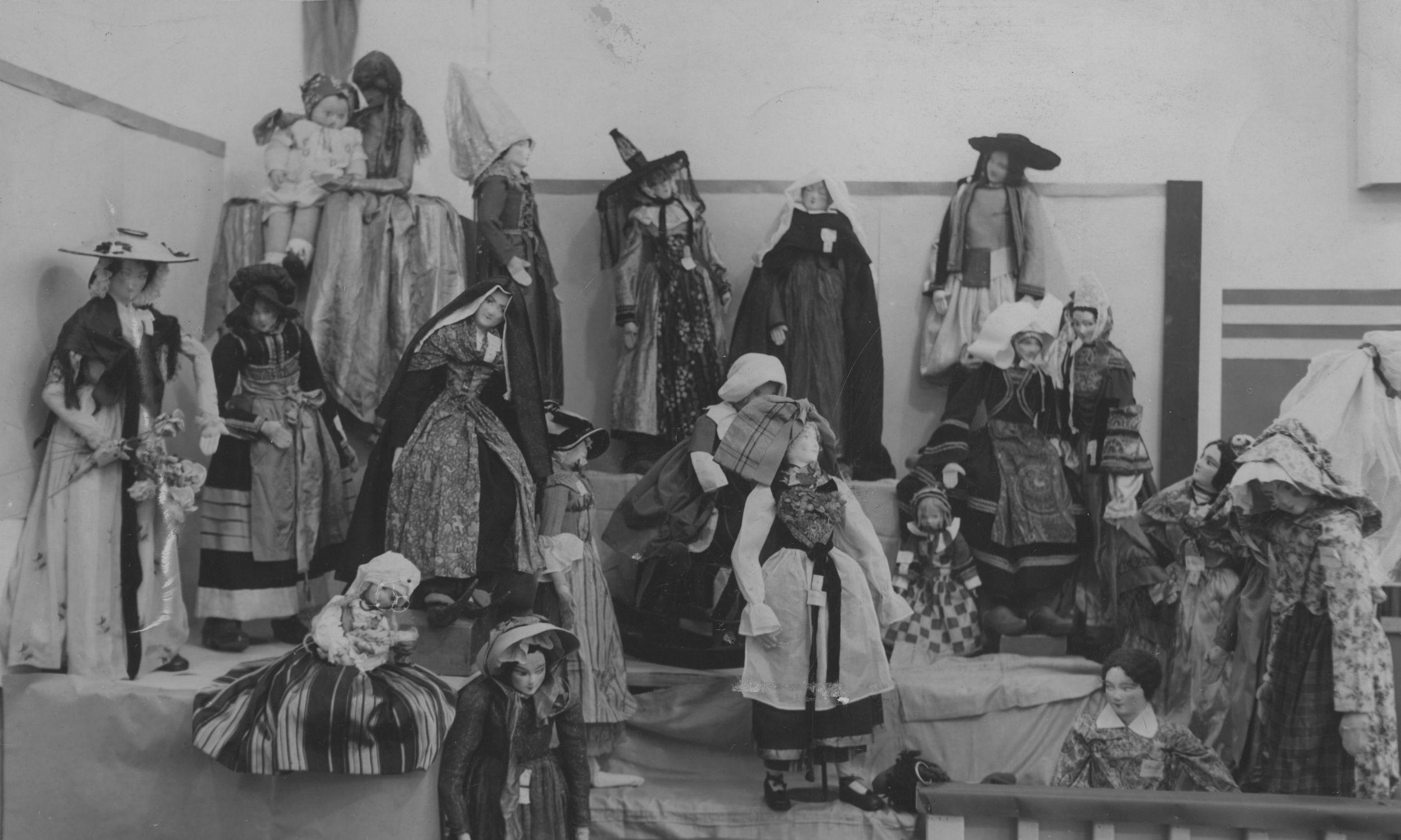 Wystawa lalek artystki i malarki Stefanii Łazarskiej – Kraków, wrzesień 1939 r. Fot. NAC/IKC, sygn. 1-K-4094-3