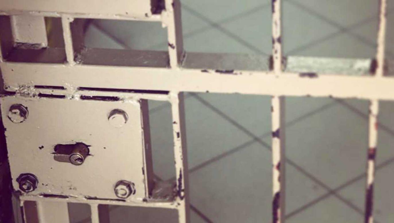 Policja podejmowała kilka prób dobudzenia włamywacza (fot. malopolska.policja.gov.pl)