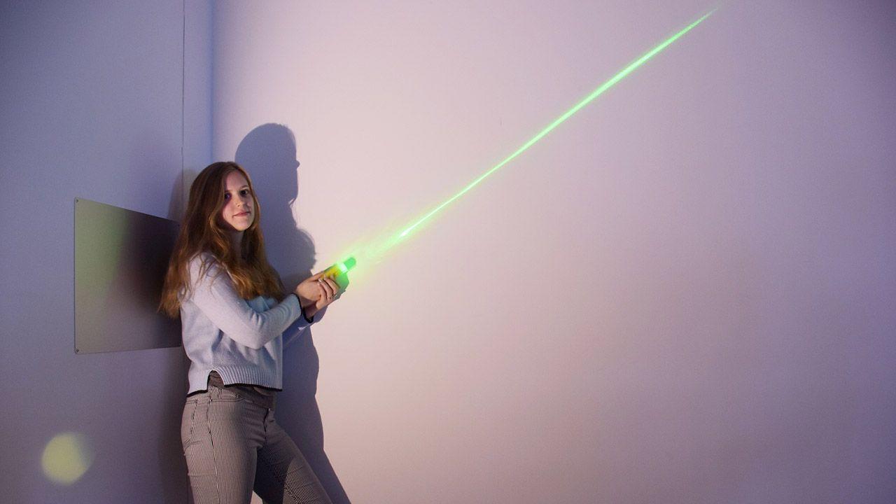 W mieczu został umieszczony laser o zielonej barwie i soczewka (fot. Wydział Fizyki Politechniki Warszawskiej)