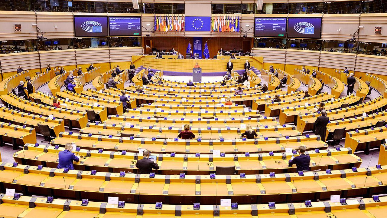 Europosłowie skrytykowali też bezczynność Komisji Europejskiej (fot. Thierry Monasse/Getty Images)